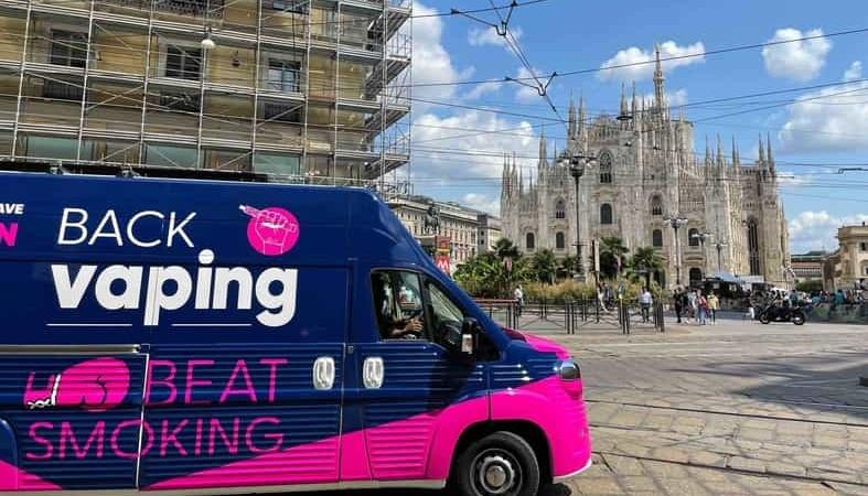 Il 'Vape Bus' fa tappa a Milano: World Vapers' Alliance contro il divieto di svapo imposto dal sindaco Sala
